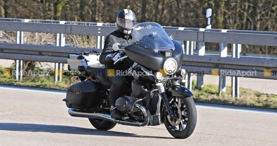 Moto BMW R 18, le Cruiser